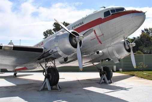 Museo-Aeronautico-Malaga-avion-iberia2-Familysol