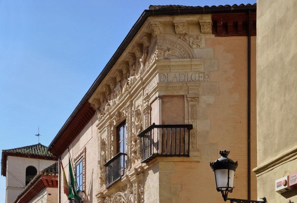 Detalle de la Casa de Castril en Paseo de los Tristes, Granada