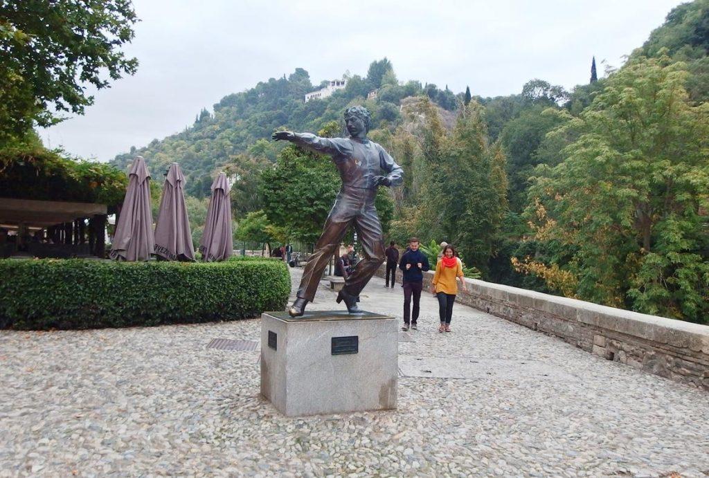Escultura bailaor Mario Maya en Paseo de los Tristes, Granada