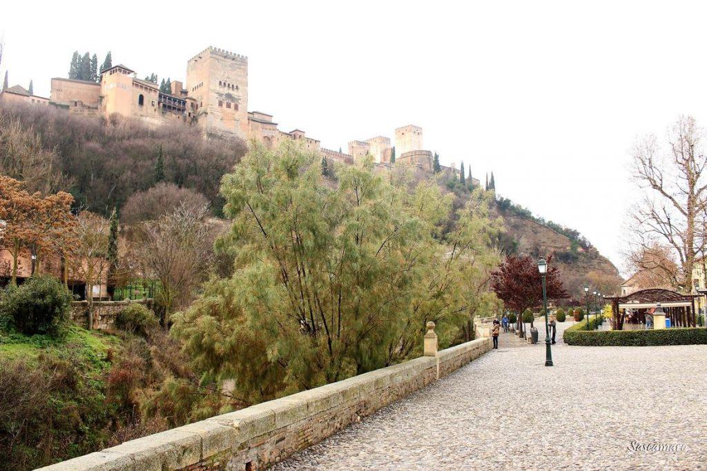 Vistas de la Alhambra en Paseo de los Tristes, Granada