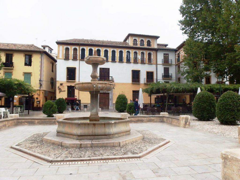 Fuente en Paseo de los Tristes, Granada